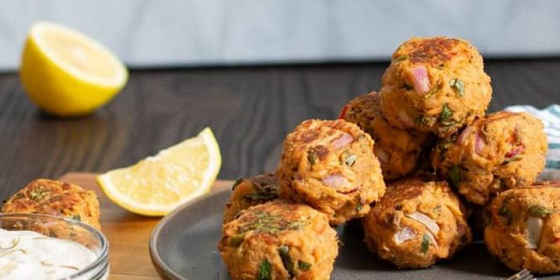 baked-salmon-cake-balls-with-rosemary-aioli-1595629016